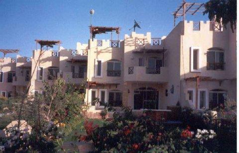 شاليه للبيع65م فى قريه بلو لاجون احدي مشروعات مجموعه حسام فريد