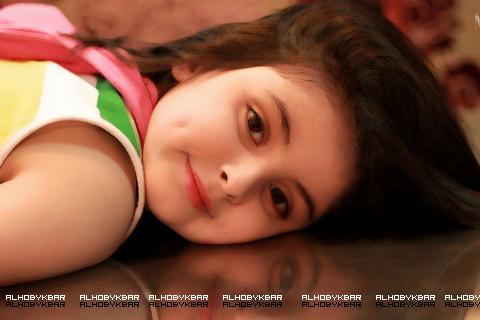 انا فتاة مصرية من اسرة مسلمة متدينة محترمة طيبة