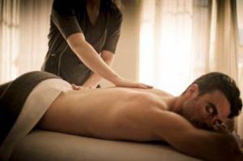 بيدين ساحرتيــــن نعرف كيف نزيل آلام العضلات بالمساج 01279076580