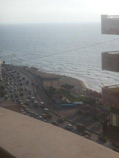 للاييجار مفروش شقة هاى لوكس ترى البحر بوضوح بجوار فندق رمادا**