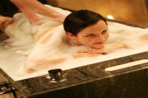حمام كليـــوباترا بالعسـل الابيض والخامات الطبيعية01022802881