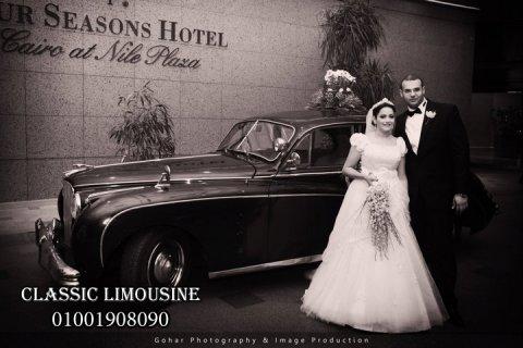 سيارة جاجوار للتأجير لزفاف العروسين
