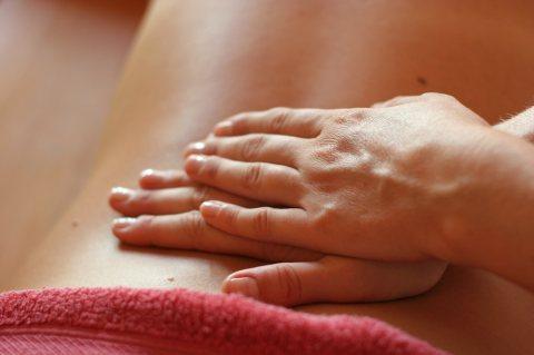 ميديكال مساج لعلاج جميع عضلات وفقرات الجسم  01026391525