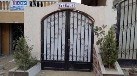 للبيع بسعر لقطة شقة ارضي في حدائق الاهرام 160م بها مدخل خاص100م