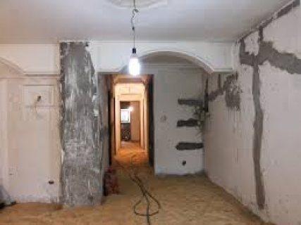 شقة بالحي الثاني 130م موقع متميز وتوجد تسهيلات