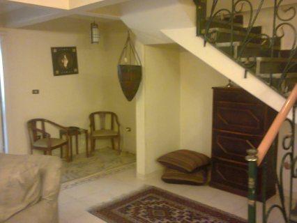 شقة بنت هاوس مميزة بالحى الثامن ب 6 اكتوبر على المحور مباشرة