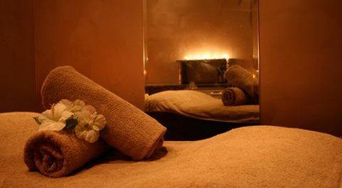 جلستك مع الموسيقى الهادئه وضى الشموع .... 01280460299