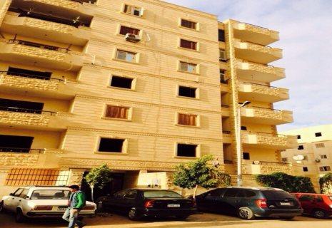 للبيع بحدايق الاهرام شقه 205م نصف تشطيب على شارع الجيش بوابه 4