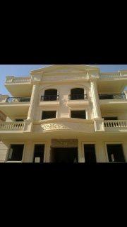 شقة للبيع بفيلا بالحي الخامس مدينة العبور مساحة 200م