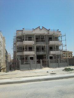 شقة للبيع بفيلا بالحي الخامس مدينة العبور مساحة 180م