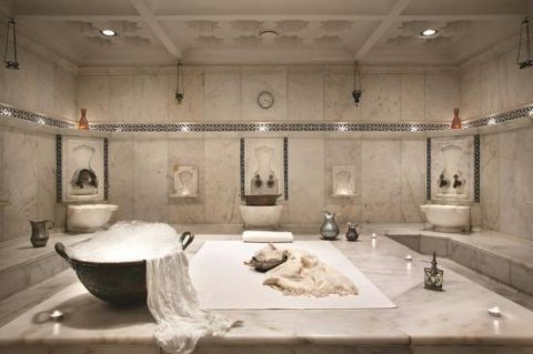 """فى احدث غرفة بخارٍِ""""حمام مغربى وتكييس وتعطير الجسم وماسك للوجه"""