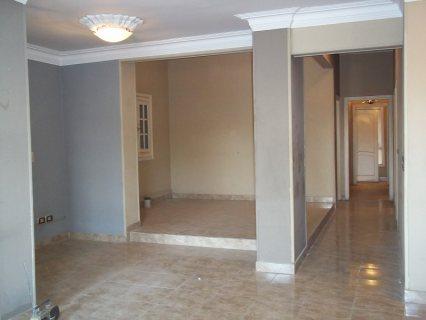 شقة للإيجار 200م بالمعادي القديمة بالقرب من المترو وميدان الحرية
