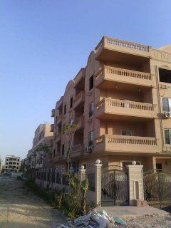 للبيع شقة بمدينة الشروق تشطيب فاخر 240متر