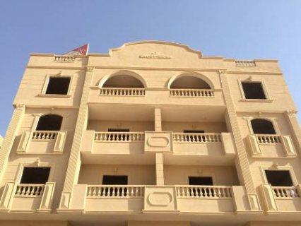 شقة رووف للبيع بمدينة الشروق بالحى الرابع فيلات امام نادى هليوبو