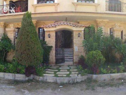 فيلا دوبلكس للبيع ارضي وبازمنت 300م +85حديقه مدخل خاص
