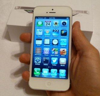 موبايل Iphone 5 بالشاحن والسماعة والعلبة