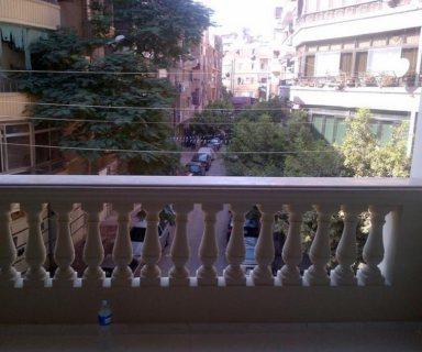 شقة تصلح  للسكن والعيادات و الشركات بمصر الجديدة