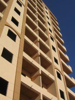 بالزهراء ادفع 65000ج تمتلك شقة اقل من 75م للبحر مساحة 110م وشاطى