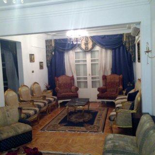 للايجار شقة مفروشة بمصر الجديدة  4000 ج شهريا