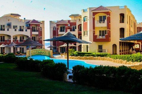 شاليه مميز برووف خاص للبيع فى قرية مشهورة بالعين السخنه