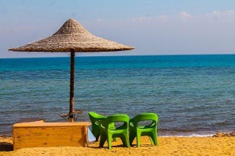 شاليه مميز على البحر للبيع فى قرية مشهورة بالعين السخنه