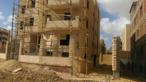 شقة دوبلكس بالشيخ زايد الحي الثامن المجاورة الثالثة مساحتها 410م