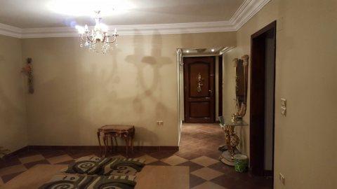 شقة 180 متر للبيع بموقع مميز بالمنطقة التاسعة في مدينة نصر