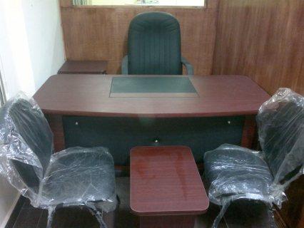 مكتب وكرسى مدير ١٦٠ سم مع ٢ كرسى وترابيذة
