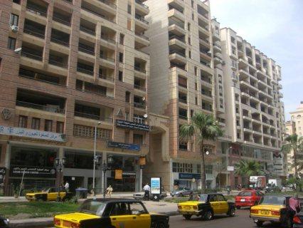 شقة مميزة فى سموحة ش فوزى معاز مساحتها 182م