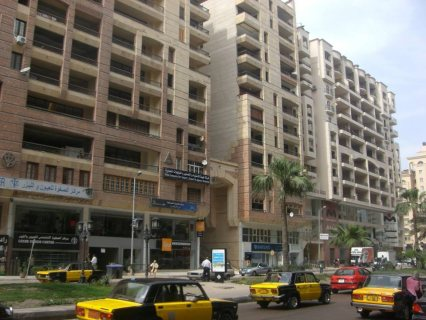 شقة فاخرة فى سموحة ش فوزى معاز مساحتها 182م