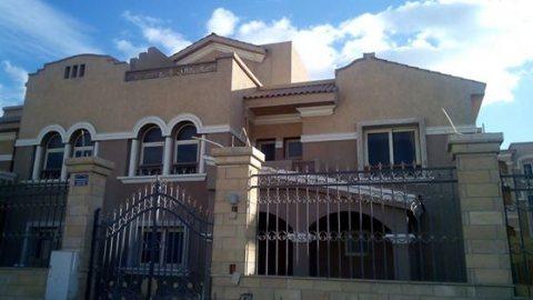 فيلا للبيع بكمبوند امام هايبر وان الشيخ زايد ع المحور بمقدم 700ا