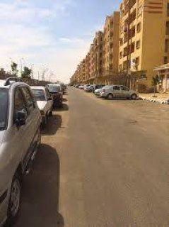 شقه للبيع في الشيخ زايد بحي المستثمر 185م ب670الف