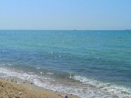 شاليهك بقريه مراسى بفيو مباشر للبحر وايضا على حمامات السباحه