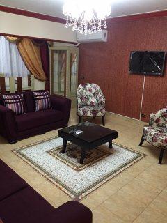 -= شقة مفروشة بوسط مدينة نصر امام المول للايجار