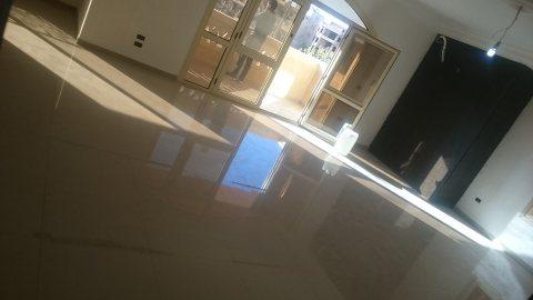شقة لقطة بمساحة 390م بموقع ممتاز وعلى شارع رئيسي ب غرب سوميد