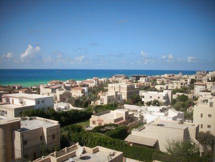 شقة علي البحر اول الساحل الشمالي للبيع بالتقسيط بجد فرصة