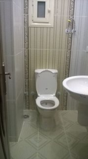شقة للايجار بالتجمع الخامس بالنرجس 230م مطلوب 4000 جنية