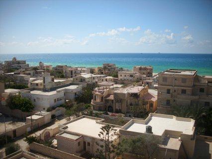 استمتع بمصيفك معانا شقة علي البحر اول الساحل تري البحر
