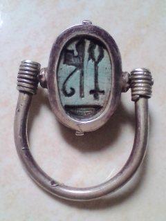 خاتم فرعوني فضة بفص جعران عليه خرطوش ملكي ( تعويذة نفر) من 2700