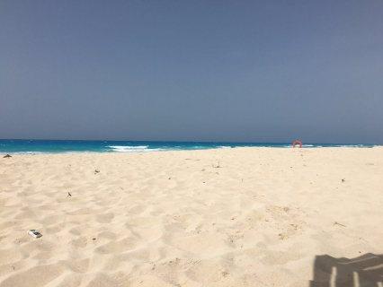 شاليه علي البحر بقرية ديمورا بالساحل 85م للبيع