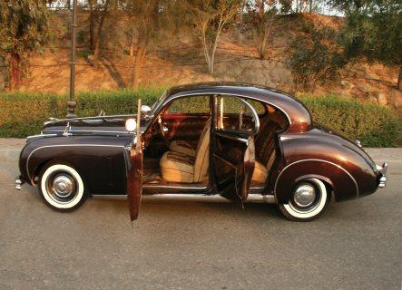 سيارة جاجوار موديل 51 كلاسيك للايجار في الزفاف والتصوير