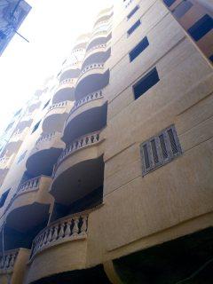شقة ببرج مرخص بالعجمي للبيع بسعر مميز