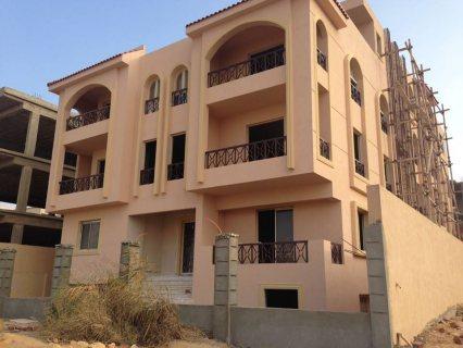 شقة تمليك دوبلكس فى مدينة الشروق 375 متر دور ارضى بحديقة 120 متر