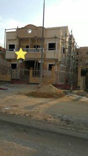 فيلا للبيع في الشيخ زايد الحي التاسع على شارع رئيسي