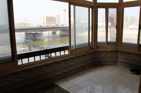 شقة 145 متر تطل ع النيل بالمظلات