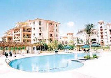 شقة 190م للبيع في دريم لاند بحري بالجراج تطل على حمام سباحة