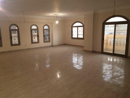 شقة للايجار 285م  بالمنطقة السياحية السادسة