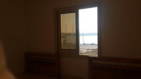 لمحبي مياه مطروح الصافية امتلك شقة علي البحر بمقدم 30% فقط
