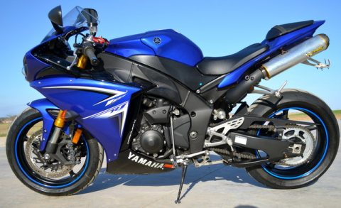 2009 YAMAHA YZFR-1 FOR SALE WHATSAP +971525729715