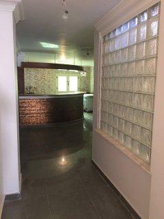 شقة لقطة للبيع مساحتها 200م على شارع رئيسى بالحى الثالث